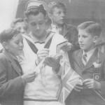 tn_Sailor and children
